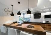 Modern kitchen counter interior design — Stock Photo
