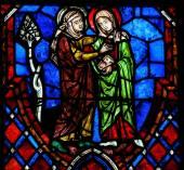 La vetrate di visitazione nella cattedrale di tours, francia — Foto Stock