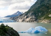 Glacier in Torres del Paine National Park in Patagonia, Chile — Stock fotografie