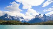 Lake Pehoe and Los Cuernos in Torres del Paine National Park in  — Foto de Stock