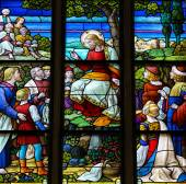 Feeding the multitude - Stained Glass depicting the Miracle of t — Stock Photo