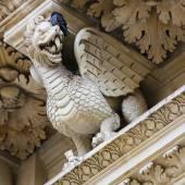 Dragon statue at the Santa Croce baroque church in Lecce — Stock Photo