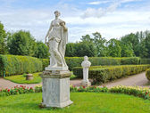 Antique statues in the flower garden in Gatchina — Stock Photo