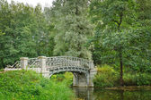 Pond with old  bridge in Gatchina, town near Saint Petersburg — Stock Photo