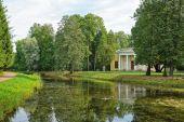 Concert Hall near the Top pond in Catherine park. Tsarskoe Selo — Stock Photo