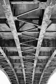 Metal construction of the bridge. View from below — Foto Stock