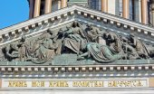 Bas-relief on the pediment of Saint Isaac's Cathedral in St. Petersburg. Russia — Stock Photo