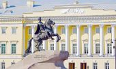 Monument to the tsar Peter the Great in front of the Constitutional Court, Saint-petersburg, Russia — Stock Photo