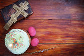 Composition about Orthodox Christian Easter with red eggs and burning candle over the cake — Stok fotoğraf