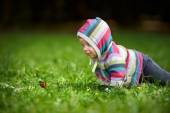 Toddler and butterfly — Stock Photo