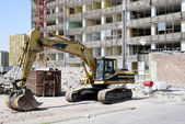 Demolition excavator at the site of a large building — Stock Photo