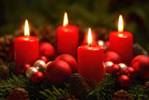 Advent wreath with 4 burning candles — Photo