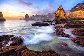 Magnificent coast scenery at sunrise — Stock Photo