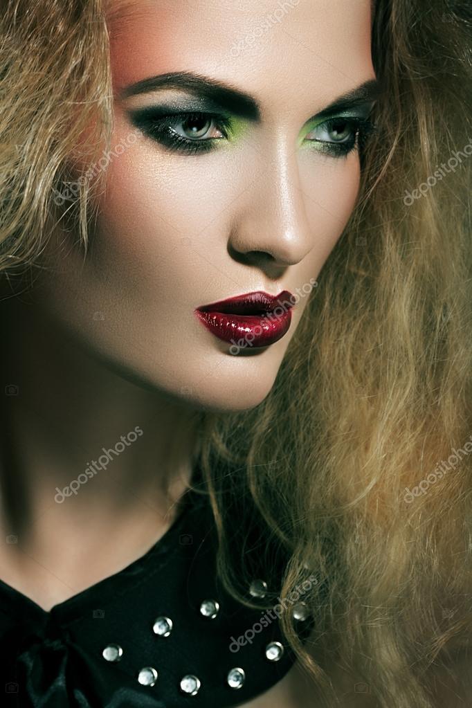 Femme Hirsute Photo femme hirsute — photographie alexannabuts © #55894763