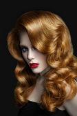 Mulher atraente com cabelo vermelho — Fotografia Stock