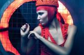 赤で女性の肖像画 — ストック写真