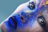 Woman with powder on lips — Stockfoto