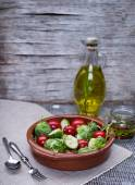 Tomatoes and brussels sprouts salad — ストック写真