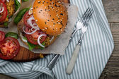 Hamburger with beef patties and salad ingredients — Stock Photo