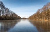 Outdoor view of frozen  lake in winter — Photo