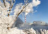 Vista del día de la usina, humo de la chimenea — Foto de Stock