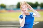 Girl taking exercise outdoors — Stockfoto