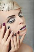 Makeup and manicure in gray. — Foto Stock