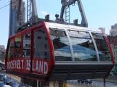 Roosevelt Island cable tram car in New York — Stock Photo