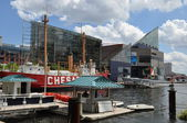 The National Aquarium and the Lightship Chesapeake at the Inner Harbor in Baltimore, Maryland — Stock Photo