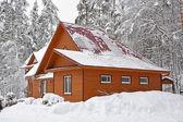 Velký dřevěný dům — Stock fotografie