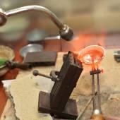 Jeweler melts precious metal — Stock Photo