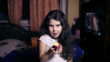 Teen girl child eating an apple bites healthy diet for six years brunette — Stockvideo