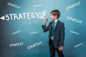 Estratégia de sucesso e confiança do empresário rapaz adolescente assinam studio — Fotografia Stock