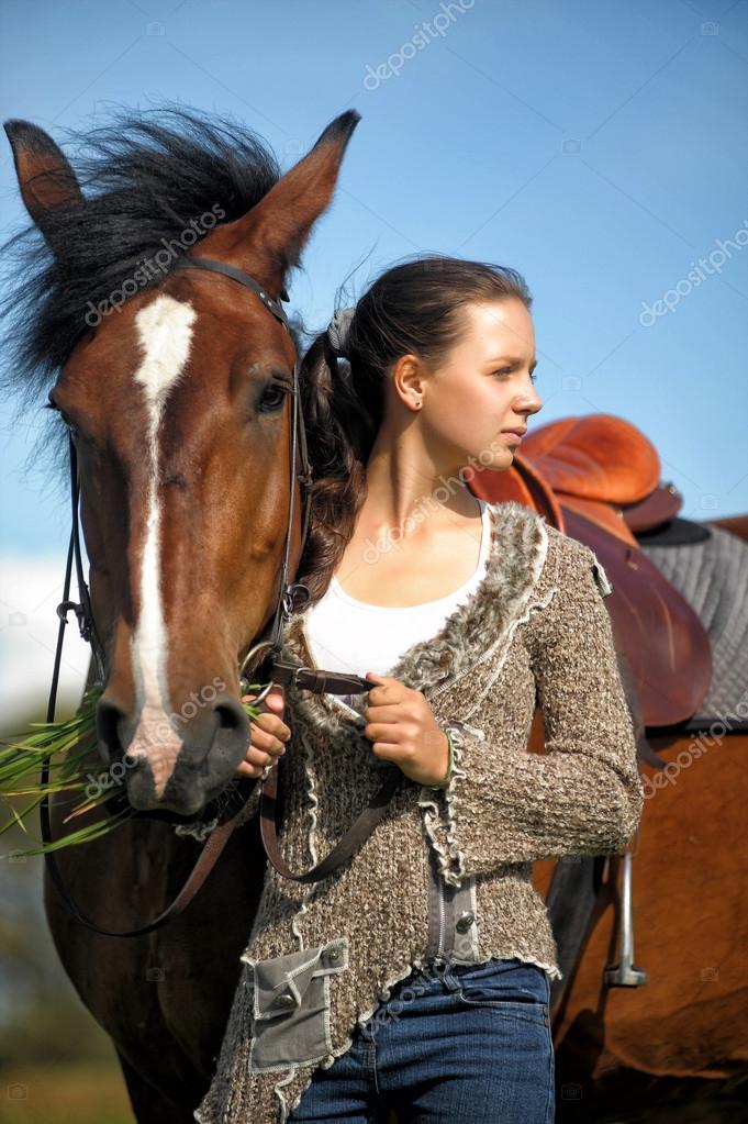 Belle jeune fille ado avec le cheval marron photographie evdoha 52426441 - Fille ado belle ...