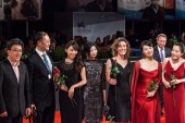 Chinese delegation attends the 'Fires On The Plain' Premiere — 图库照片