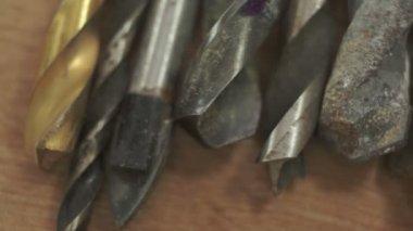 Agrandi de vieux Drill Bits Macro Dolly — Vidéo