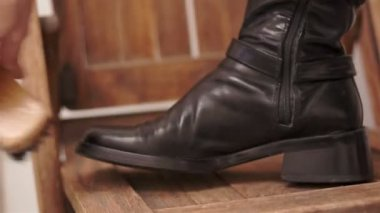 Woman Brushing Her Black Boot — Vídeo de stock