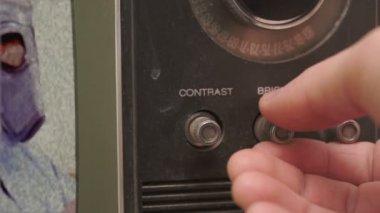 Adjusting Brightness On a Vintage TV — 图库视频影像