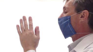 Doctor With Mask Praying Side View — Vidéo