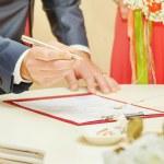 Groom sign wedding contract — Stock Photo #78026194
