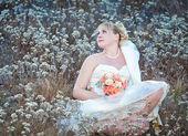 Bride  with  wedding flowers — Stock Photo