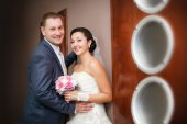 Happy bride and groom on the wedding walk in the modern hotel hall — Stock Photo