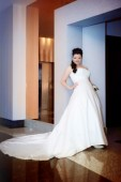 Beautiful bride in a luxurious interior — Foto de Stock