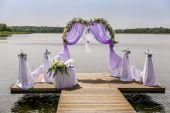 ビーチで美しい結婚式のアーチ — ストック写真