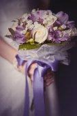 Wedding bouquet in bride's hands — Stock Photo