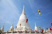 White Pagoda at Wat Prayurawongsawas Worawiharn in Bangkok — Foto de Stock