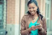 African woman using smartphone — Stok fotoğraf