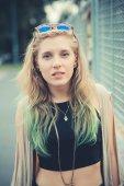 美しい若いブロンドの髪の女性のヒップ — ストック写真