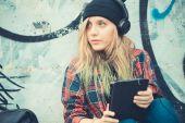 Woman hipster listening music — Foto de Stock