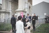 Eksantrik ve şık insanlar Milano Moda haftasında 2014 — Stok fotoğraf